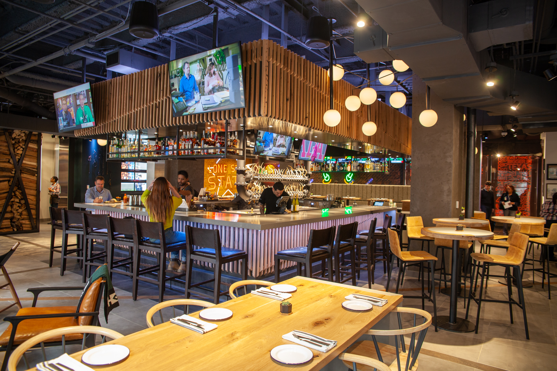 First Look Jaxon Goes Big In The At T Discovery District Central Track